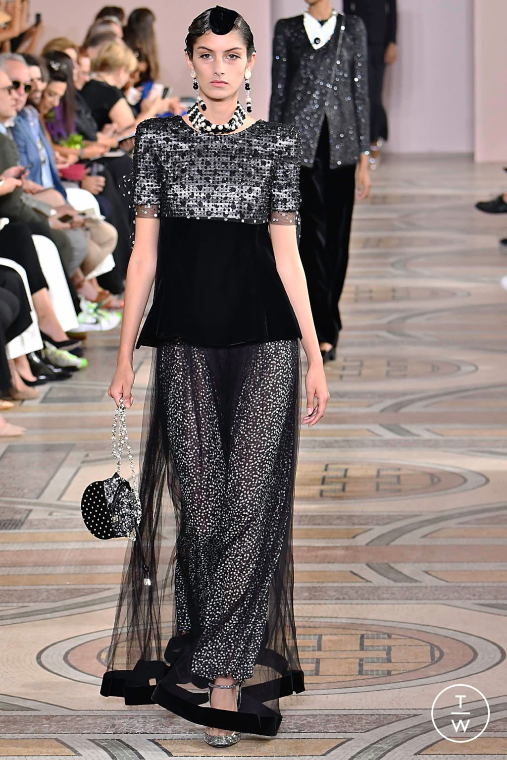 Fashion Week Paris Fall/Winter 2019 look 12 from the Giorgio Armani Privé collection couture