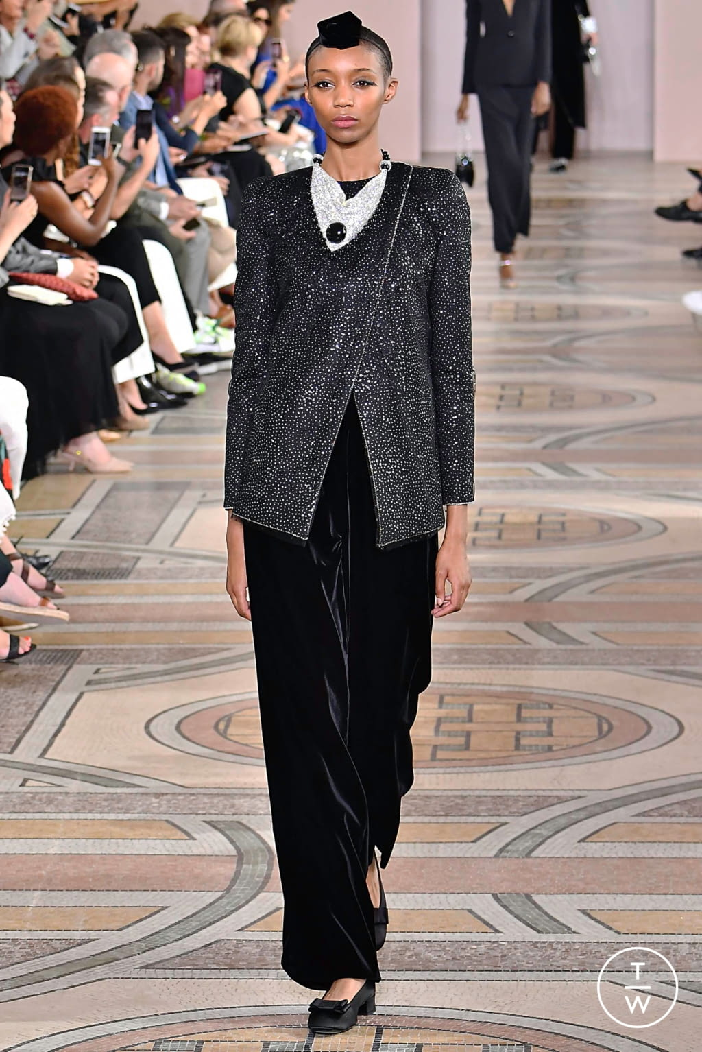 Fashion Week Paris Fall/Winter 2019 look 11 from the Giorgio Armani Privé collection couture