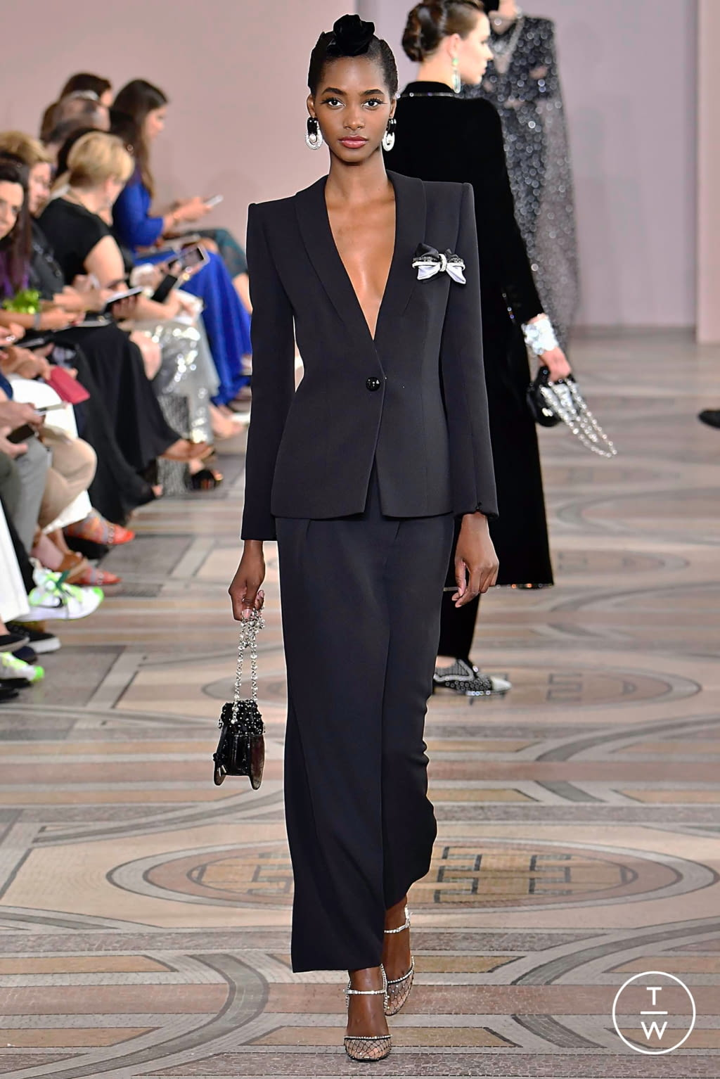 Fashion Week Paris Fall/Winter 2019 look 13 from the Giorgio Armani Privé collection couture