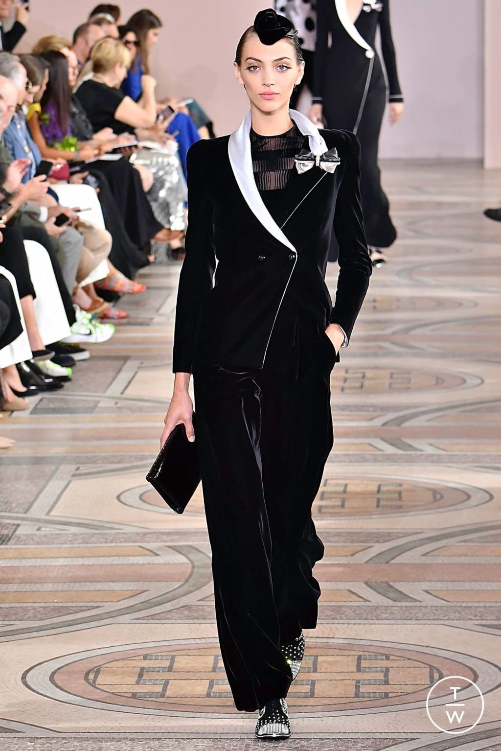 Fashion Week Paris Fall/Winter 2019 look 16 from the Giorgio Armani Privé collection couture