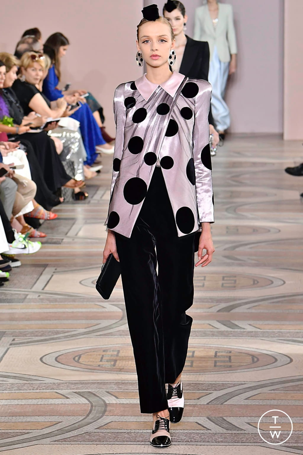 Fashion Week Paris Fall/Winter 2019 look 18 from the Giorgio Armani Privé collection couture