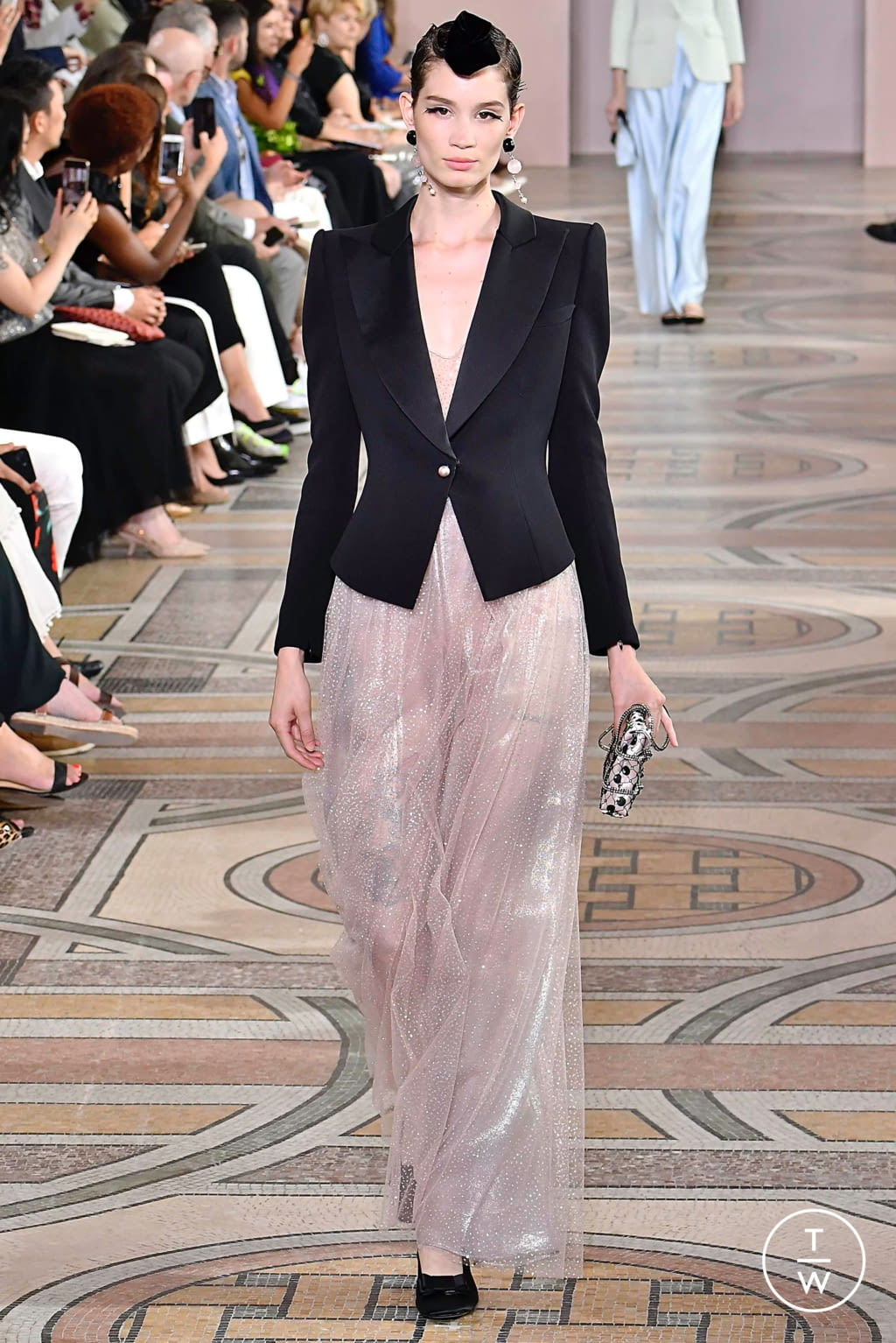 Fashion Week Paris Fall/Winter 2019 look 19 from the Giorgio Armani Privé collection couture