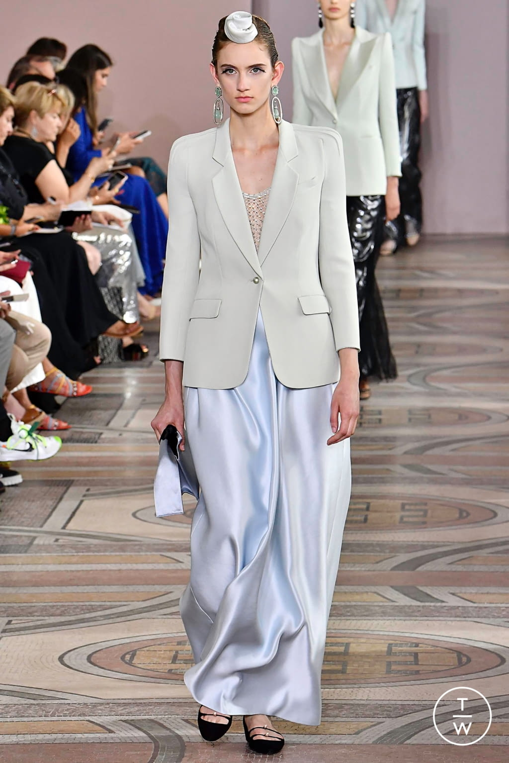 Fashion Week Paris Fall/Winter 2019 look 20 from the Giorgio Armani Privé collection couture