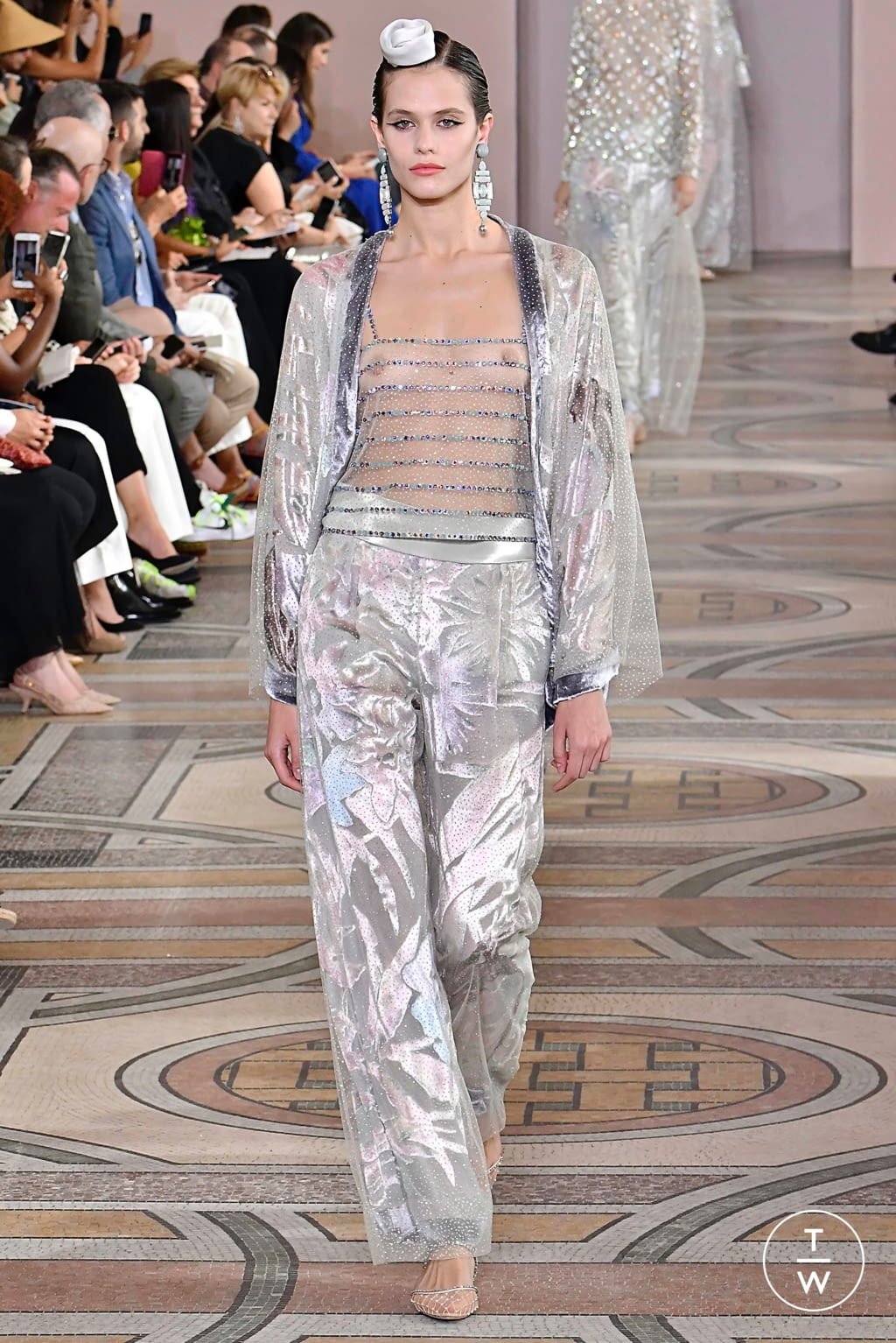 Fashion Week Paris Fall/Winter 2019 look 24 from the Giorgio Armani Privé collection couture