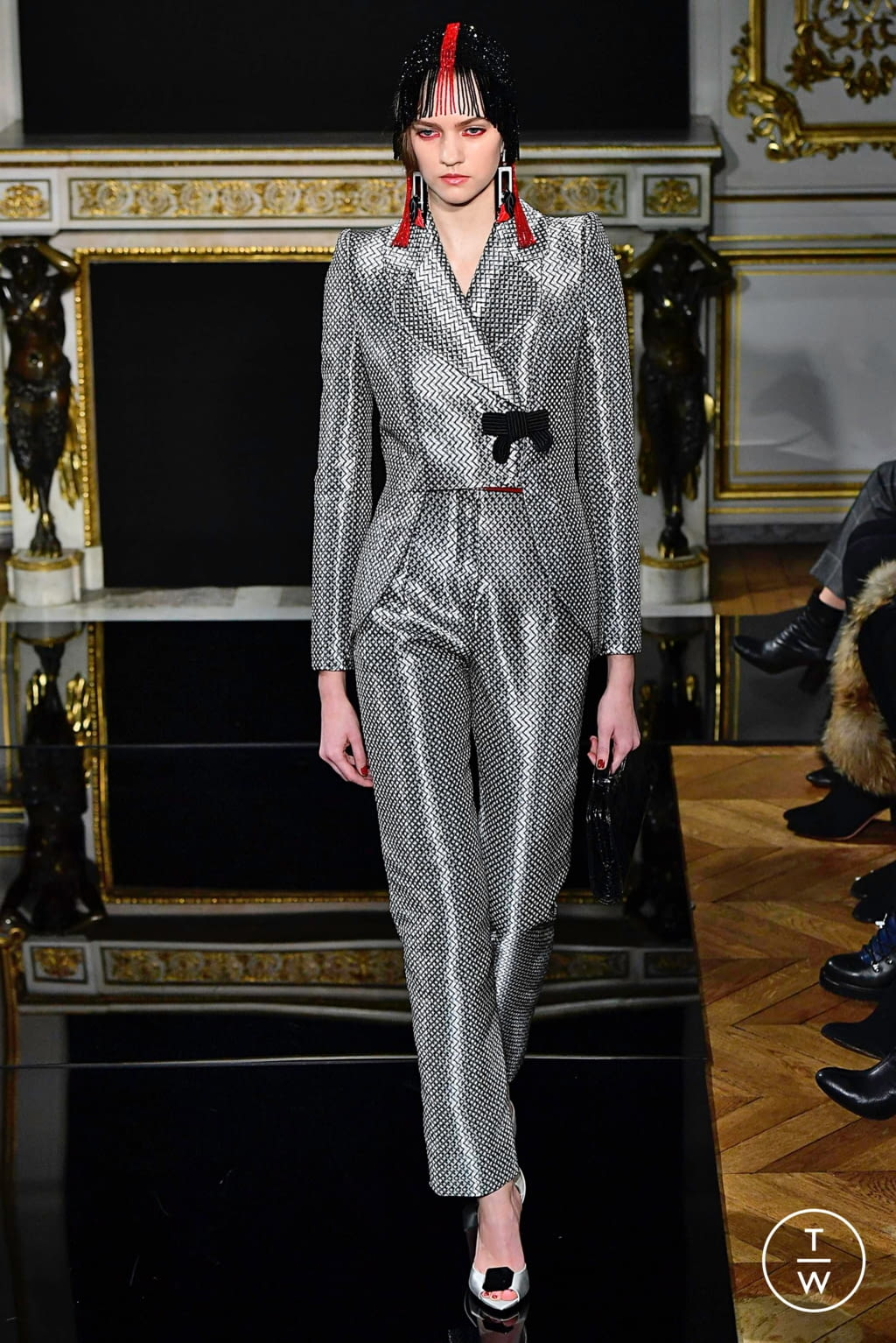 Fashion Week Paris Spring/Summer 2019 look 1 from the Giorgio Armani Privé collection couture