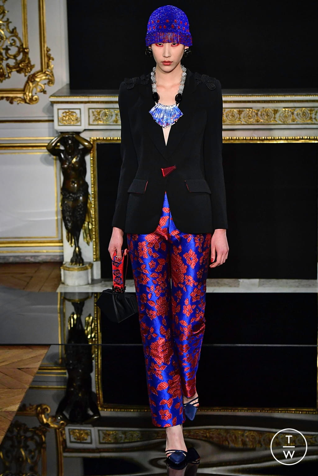 Fashion Week Paris Spring/Summer 2019 look 16 from the Giorgio Armani Privé collection couture