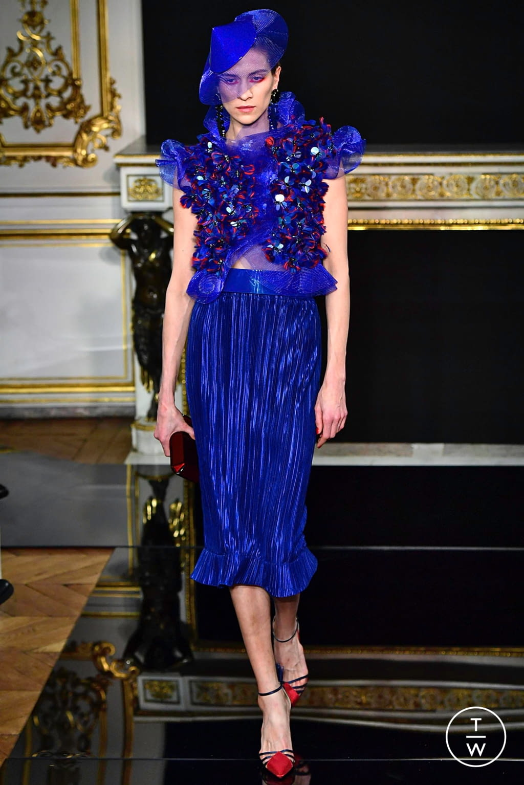 Fashion Week Paris Spring/Summer 2019 look 43 from the Giorgio Armani Privé collection couture
