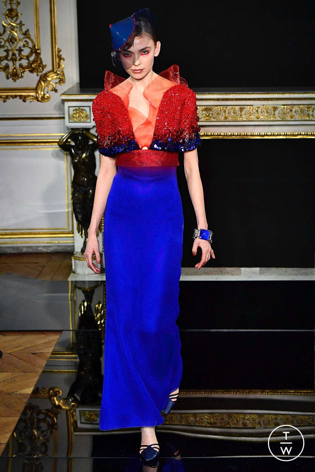 Fashion Week Paris Spring/Summer 2019 look 53 from the Giorgio Armani Privé collection couture