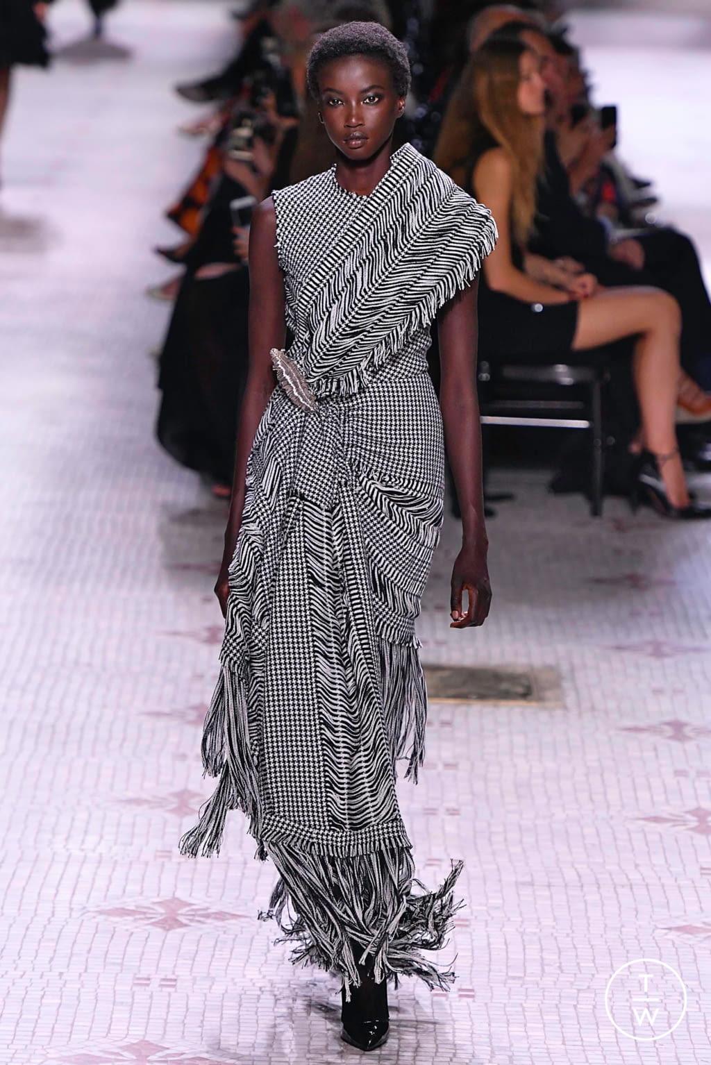 Fashion Week Paris Fall/Winter 2019 look 3 de la collection Givenchy couture