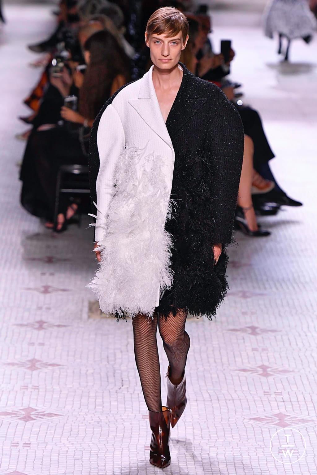 Fashion Week Paris Fall/Winter 2019 look 4 de la collection Givenchy couture