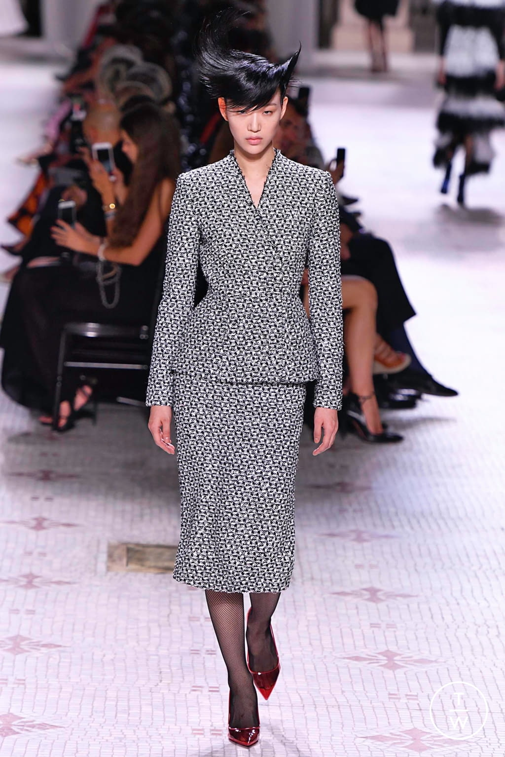 Fashion Week Paris Fall/Winter 2019 look 7 de la collection Givenchy couture