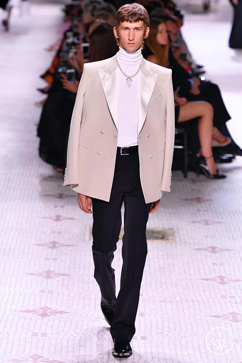 Fashion Week Paris Fall/Winter 2019 look 13 de la collection Givenchy couture