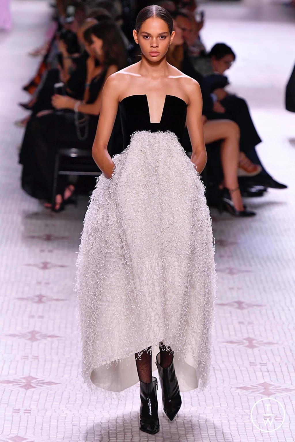 Fashion Week Paris Fall/Winter 2019 look 14 de la collection Givenchy couture