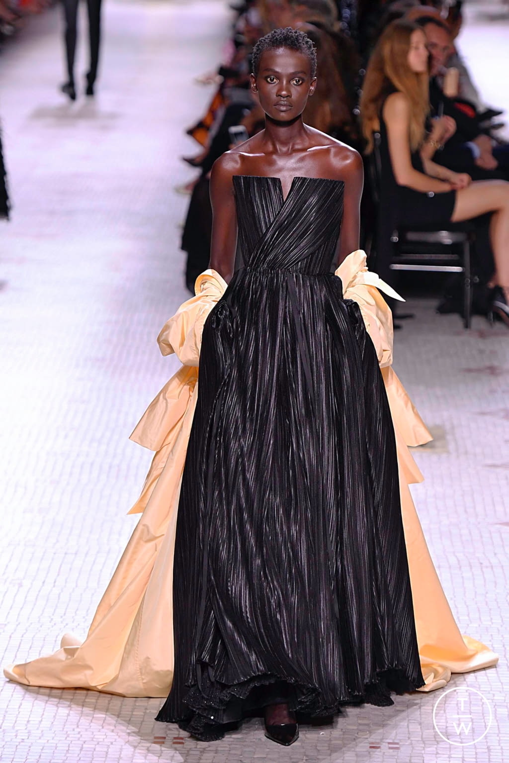 Fashion Week Paris Fall/Winter 2019 look 18 from the Givenchy collection 高级定制