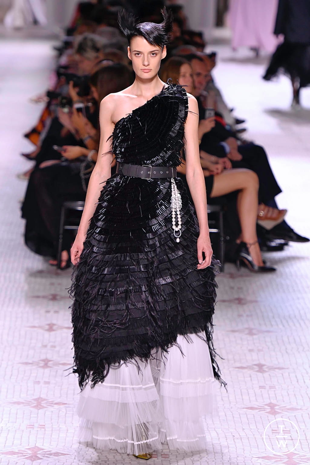Fashion Week Paris Fall/Winter 2019 look 19 de la collection Givenchy couture