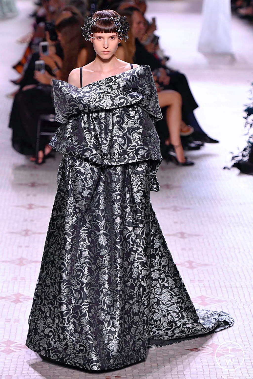 Fashion Week Paris Fall/Winter 2019 look 24 from the Givenchy collection couture