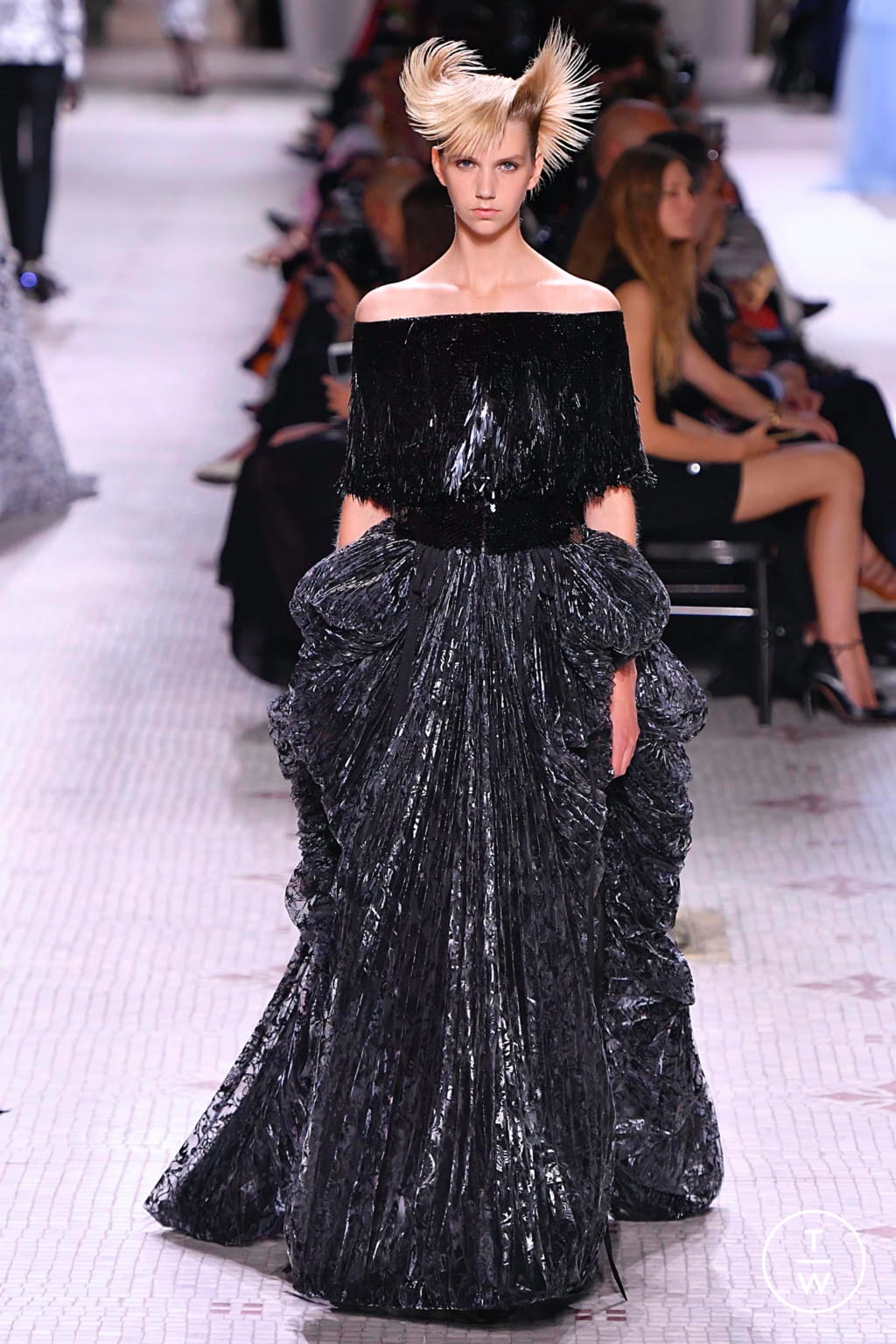 Fashion Week Paris Fall/Winter 2019 look 37 from the Givenchy collection 高级定制