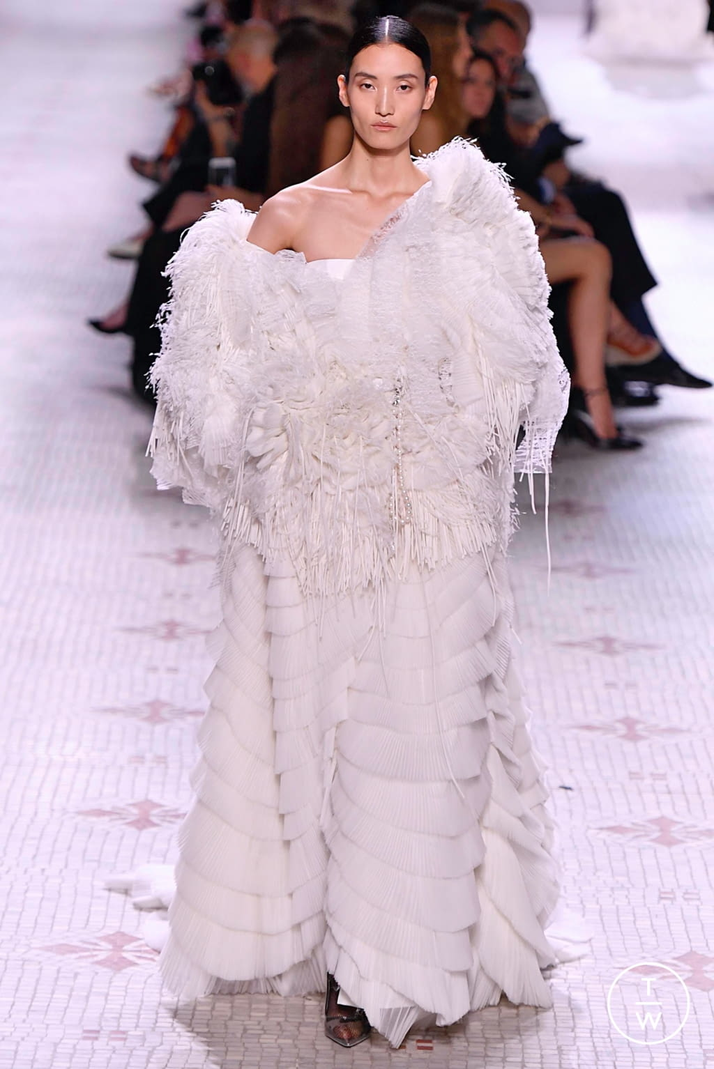 Fashion Week Paris Fall/Winter 2019 look 47 from the Givenchy collection 高级定制
