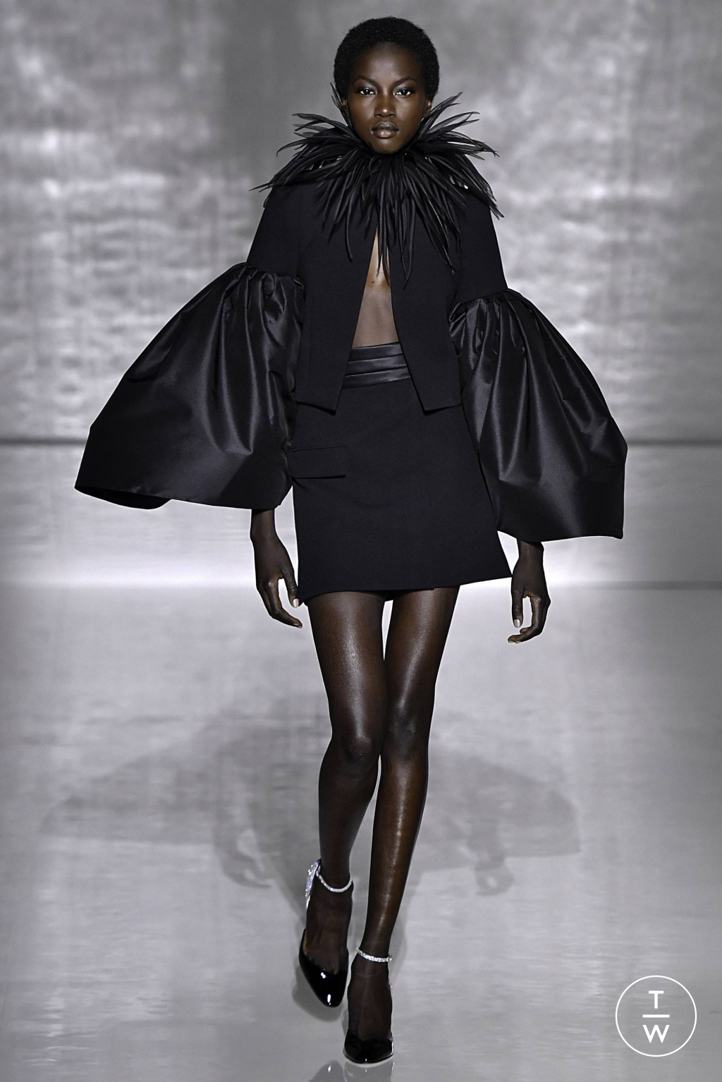 Fashion Week Paris Spring/Summer 2019 look 11 from the Givenchy collection couture