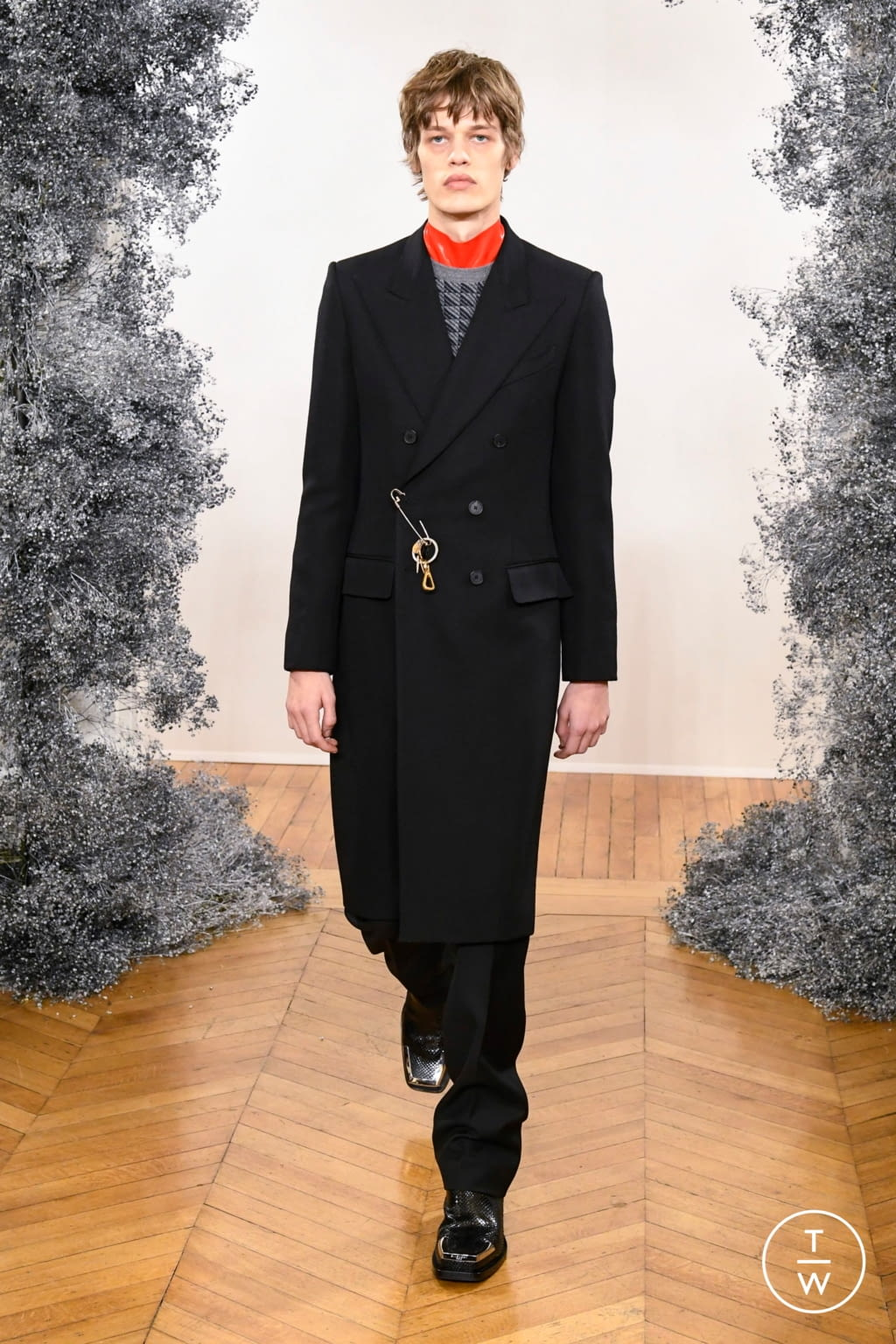 Fashion Week Paris Fall/Winter 2020 look 1 from the Givenchy collection 男装