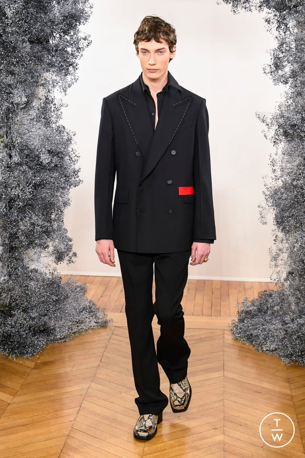 Fashion Week Paris Fall/Winter 2020 look 2 from the Givenchy collection 男装
