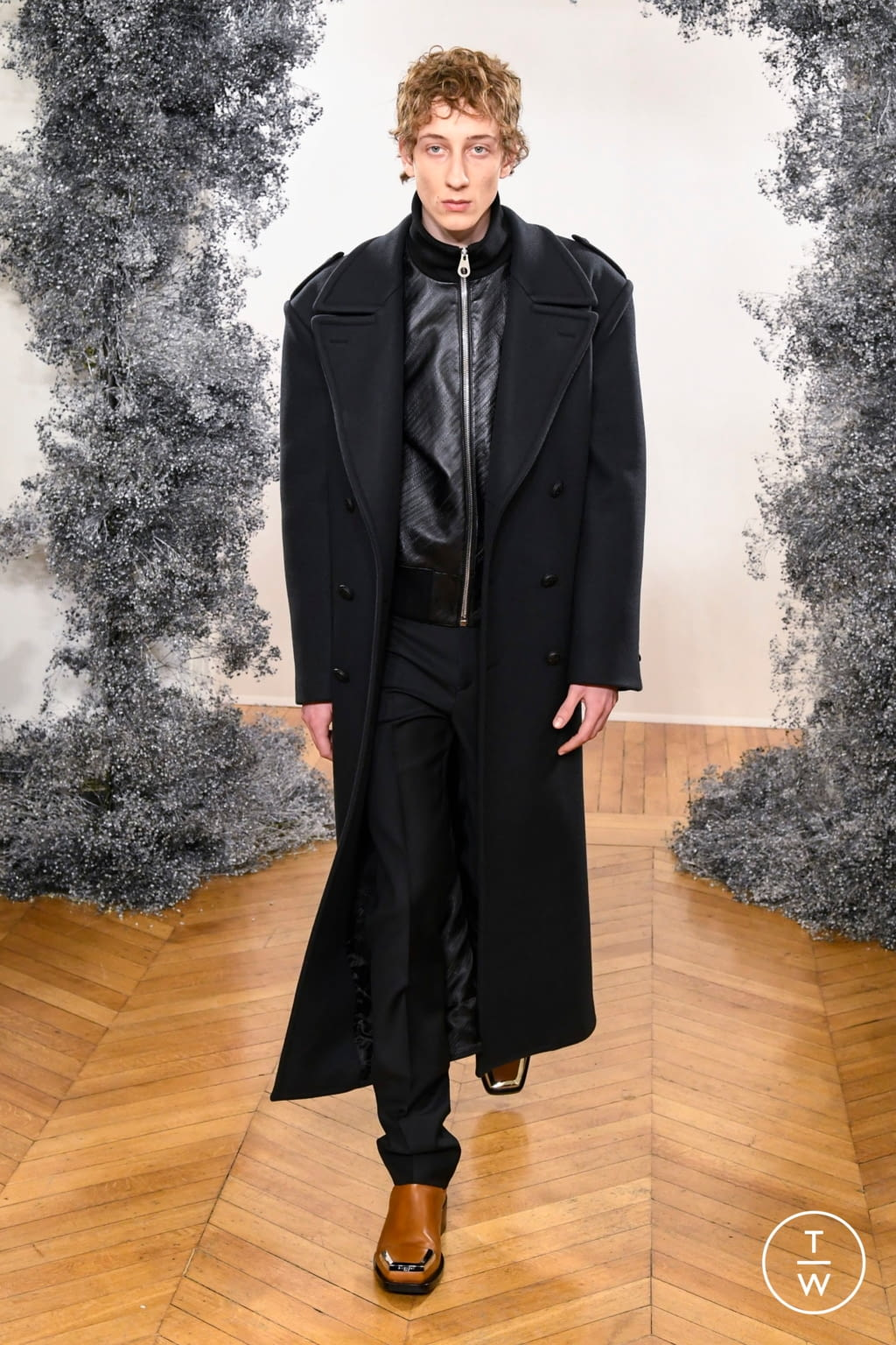 Fashion Week Paris Fall/Winter 2020 look 4 from the Givenchy collection 男装