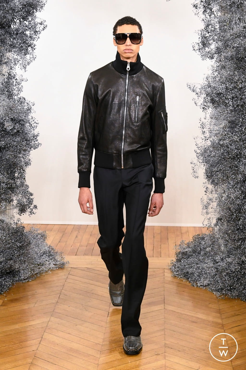 Fashion Week Paris Fall/Winter 2020 look 7 from the Givenchy collection 男装