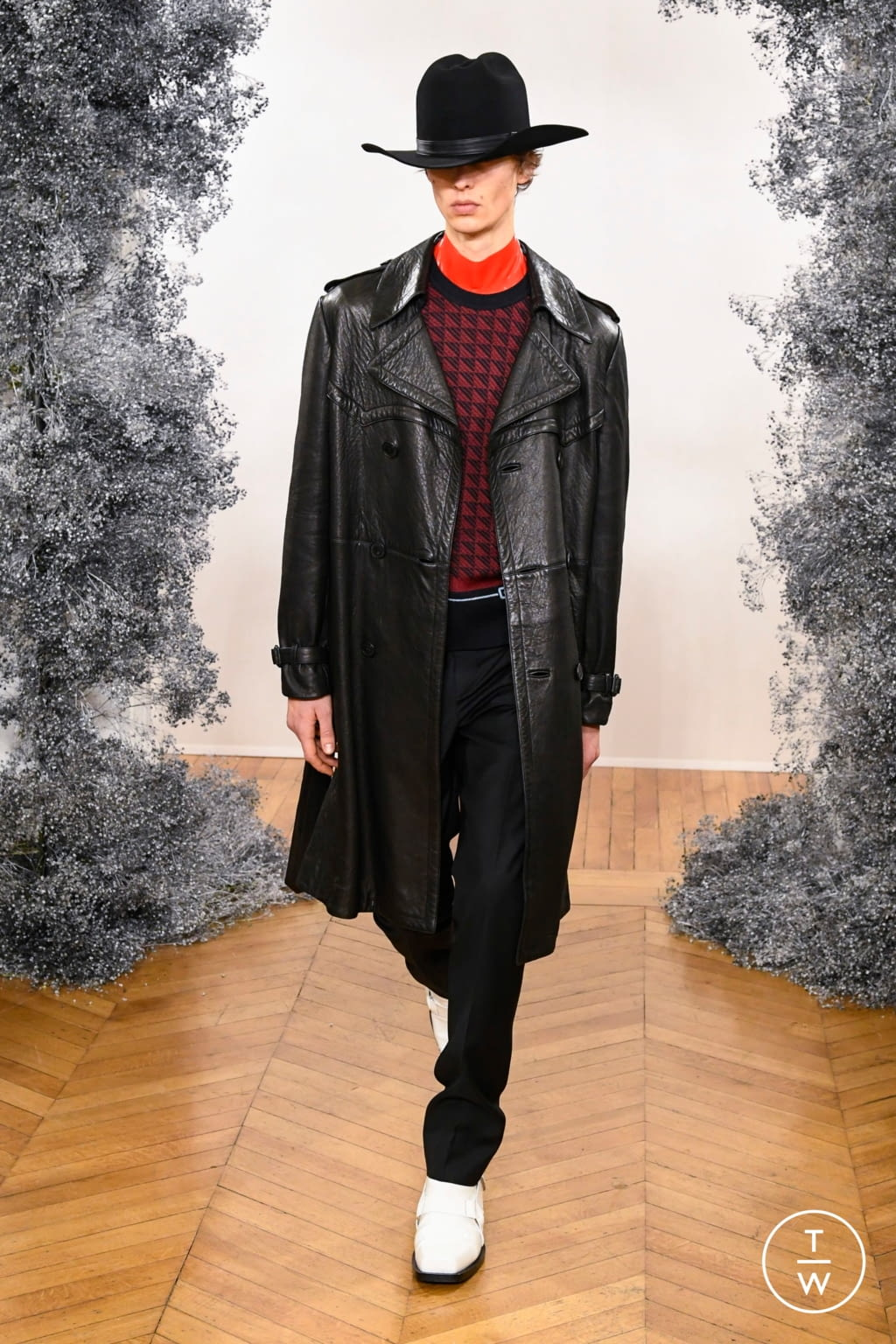 Fashion Week Paris Fall/Winter 2020 look 8 from the Givenchy collection 男装