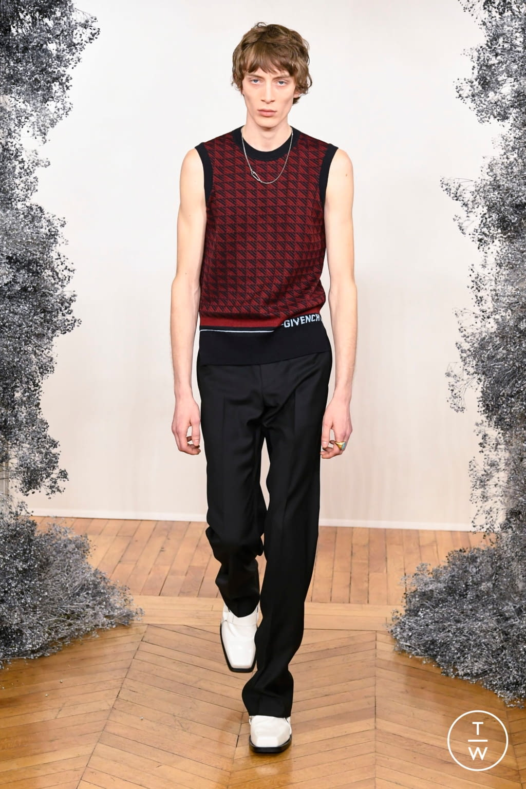 Fashion Week Paris Fall/Winter 2020 look 9 from the Givenchy collection 男装