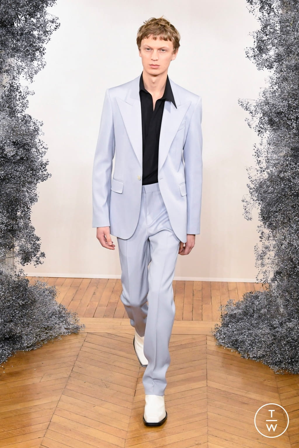 Fashion Week Paris Fall/Winter 2020 look 10 from the Givenchy collection 男装