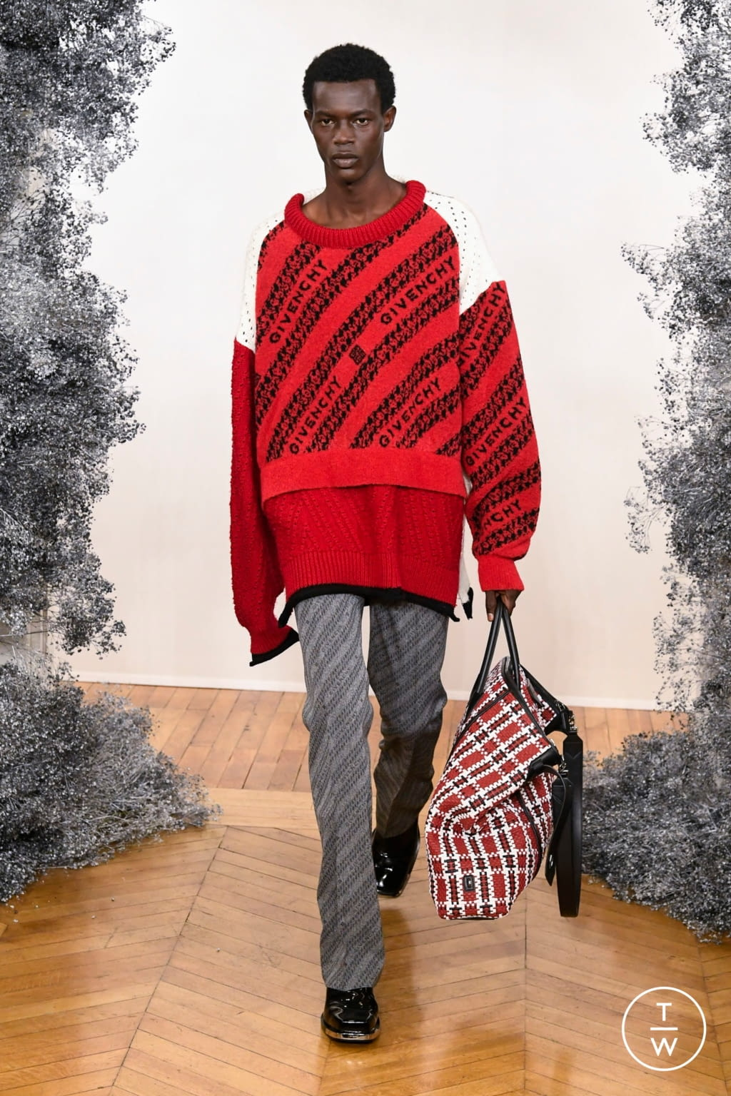 Fashion Week Paris Fall/Winter 2020 look 11 from the Givenchy collection menswear