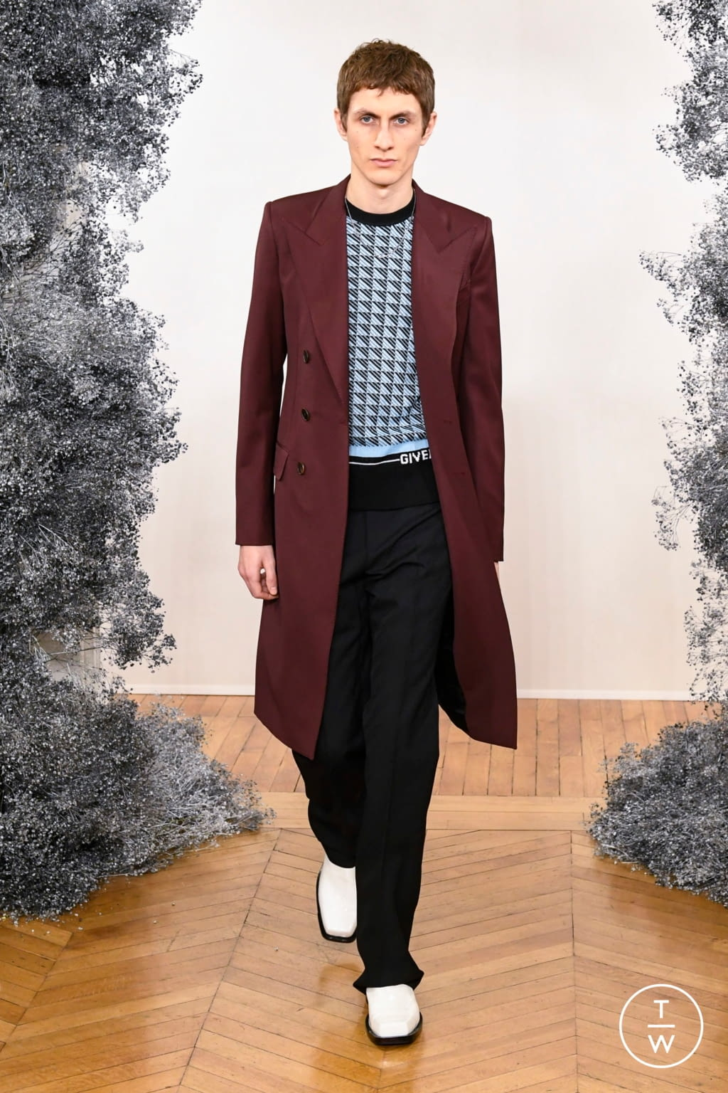 Fashion Week Paris Fall/Winter 2020 look 12 from the Givenchy collection 男装