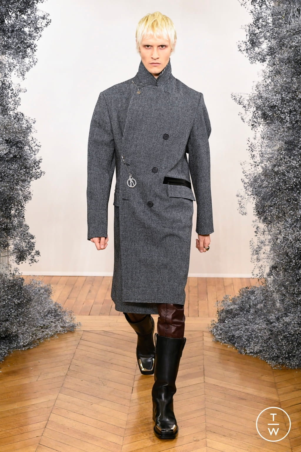 Fashion Week Paris Fall/Winter 2020 look 13 from the Givenchy collection 男装