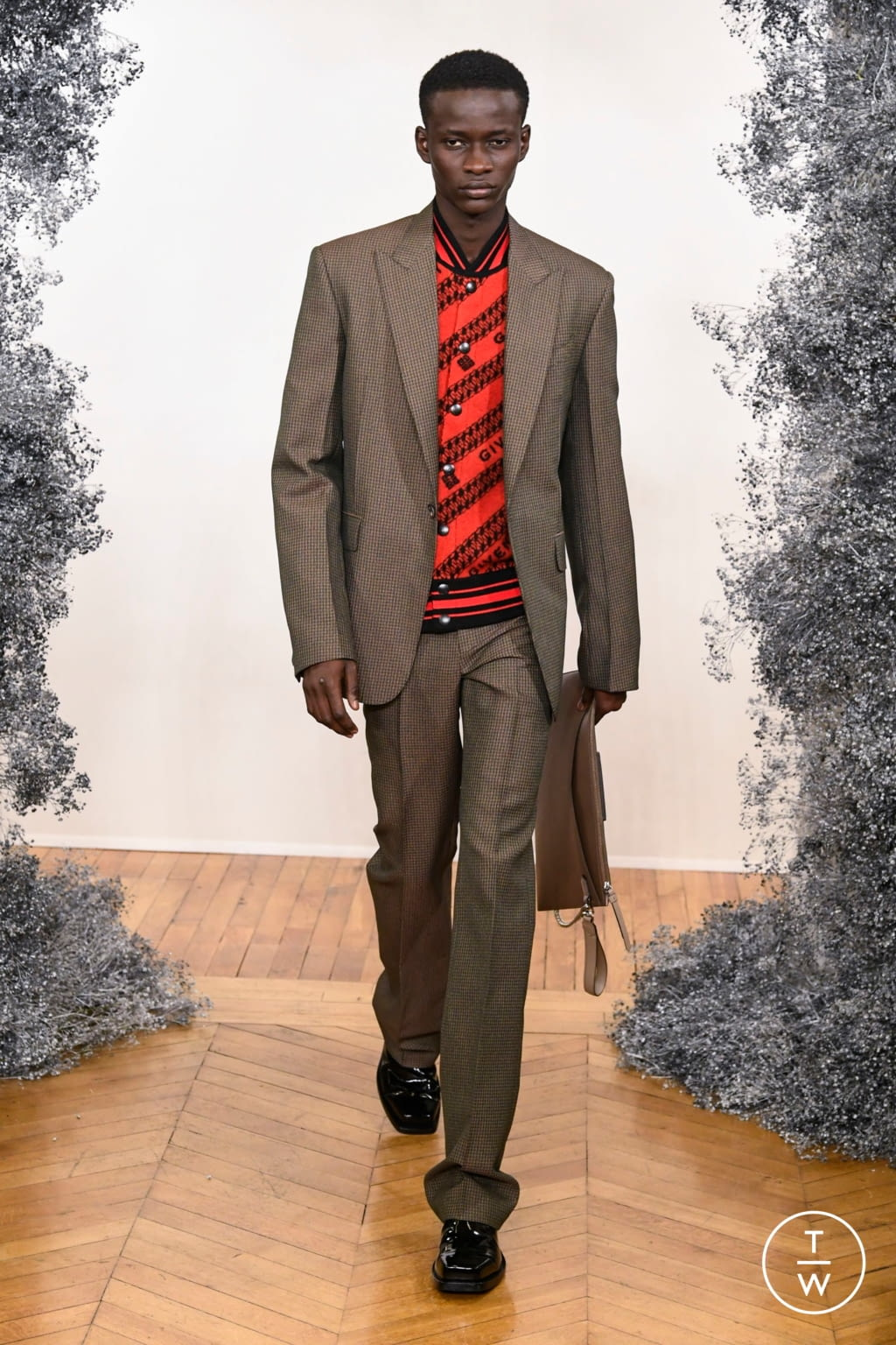 Fashion Week Paris Fall/Winter 2020 look 19 from the Givenchy collection 男装