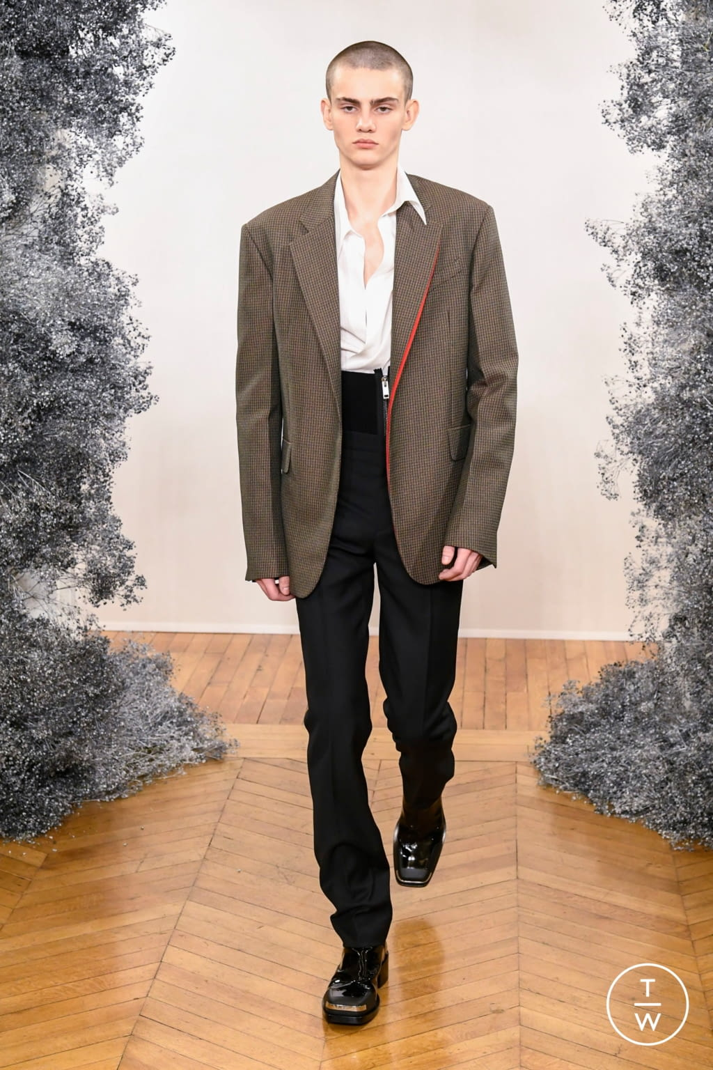 Fashion Week Paris Fall/Winter 2020 look 22 from the Givenchy collection 男装