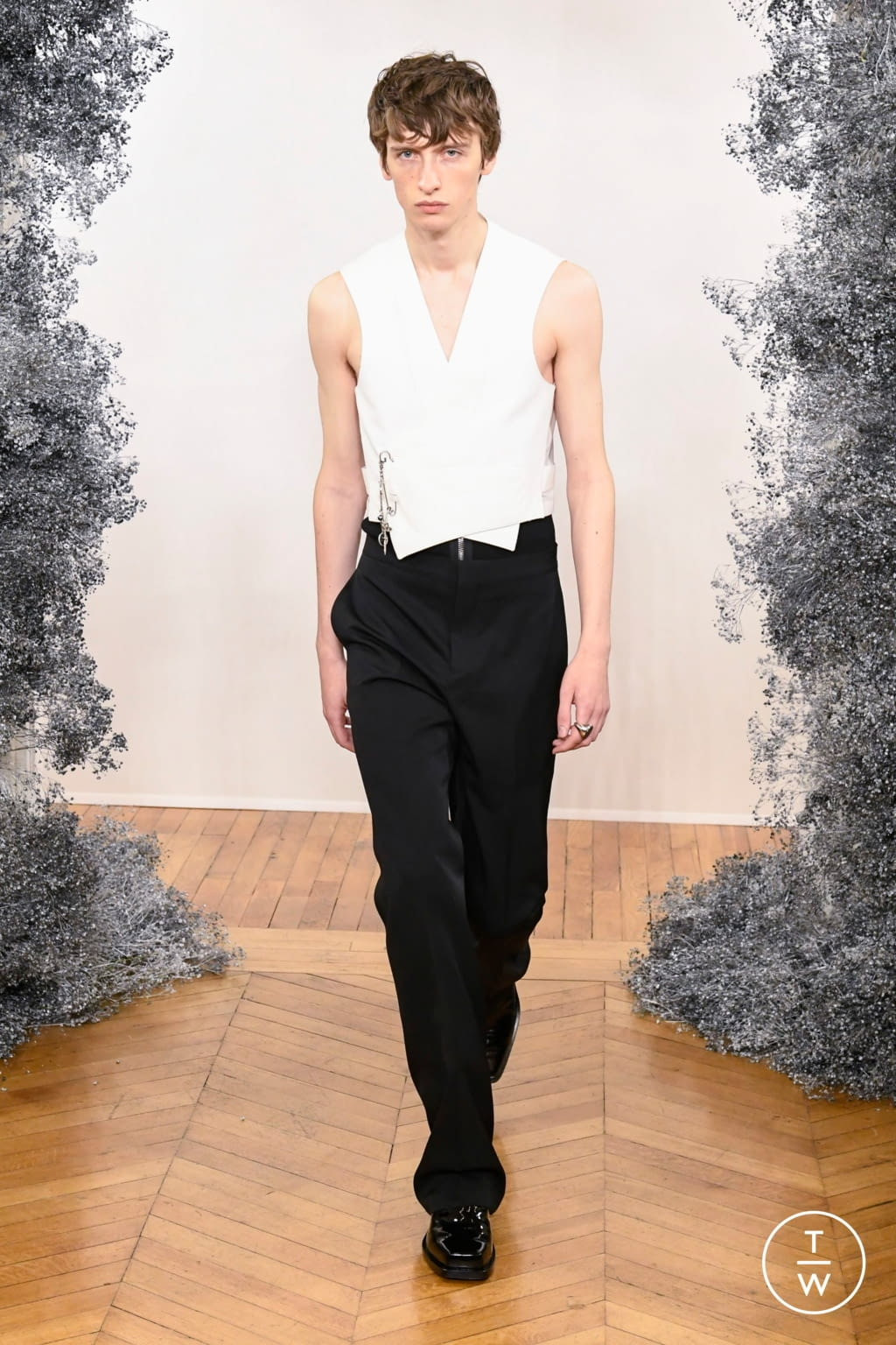 Fashion Week Paris Fall/Winter 2020 look 34 from the Givenchy collection menswear