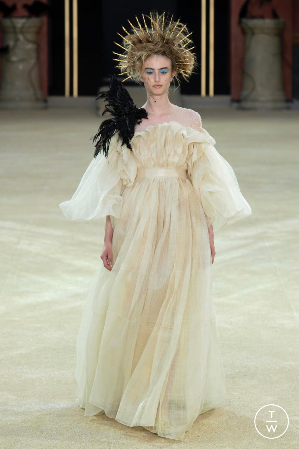 Fashion Week Paris Fall/Winter 2019 look 10 from the Guo Pei collection couture