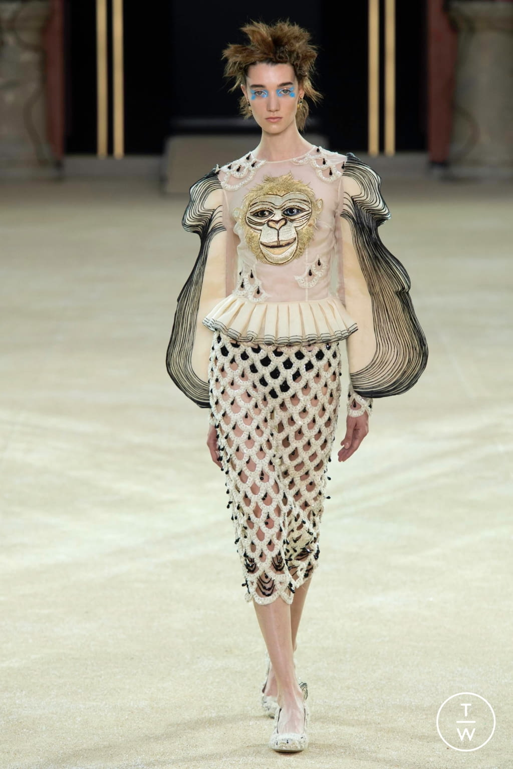 Fashion Week Paris Fall/Winter 2019 look 14 from the Guo Pei collection couture