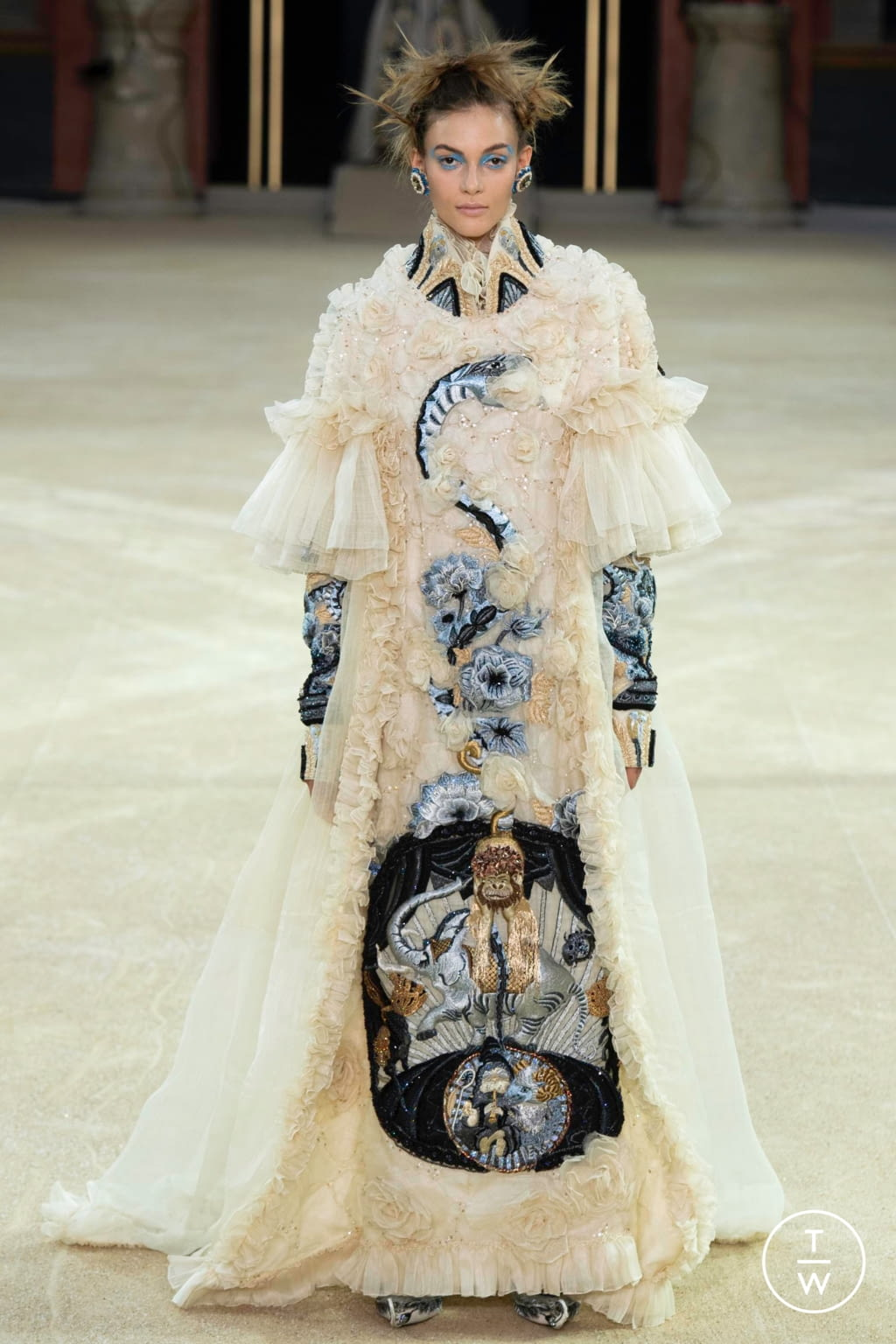 Fashion Week Paris Fall/Winter 2019 look 24 from the Guo Pei collection couture
