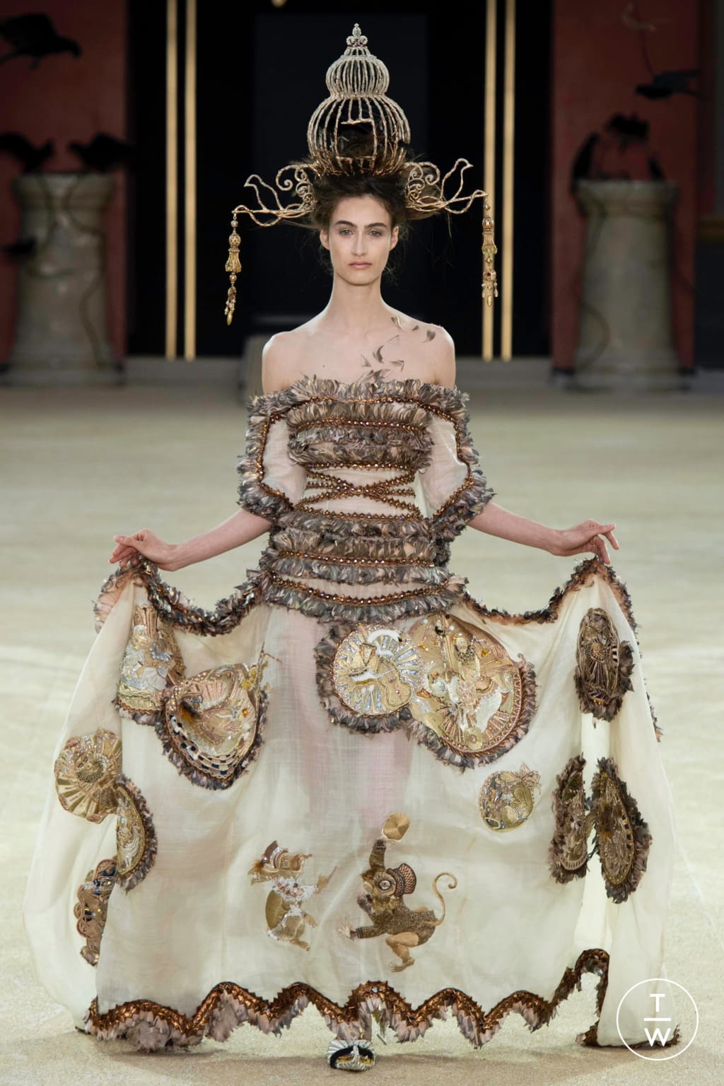 Fashion Week Paris Fall/Winter 2019 look 26 from the Guo Pei collection couture