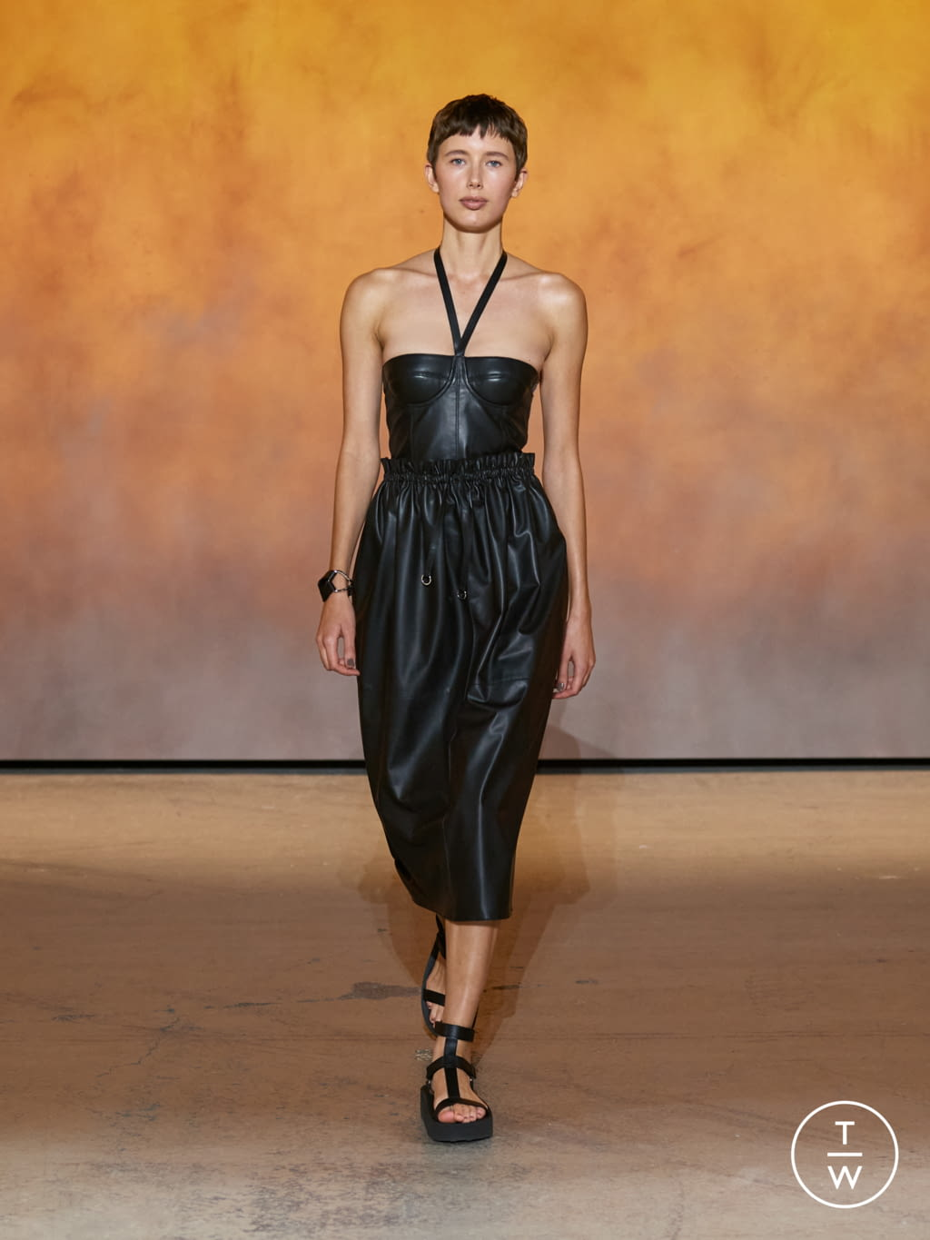 Fashion Week Paris Spring/Summer 2022 look 8 from the Hermès collection womenswear