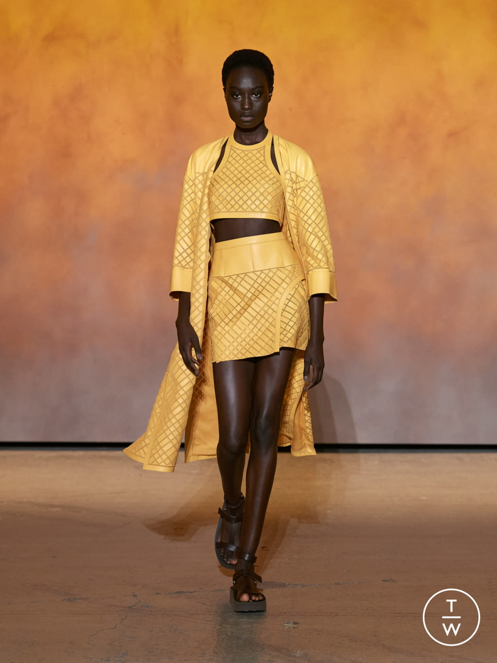 Fashion Week Paris Spring/Summer 2022 look 32 from the Hermès collection womenswear