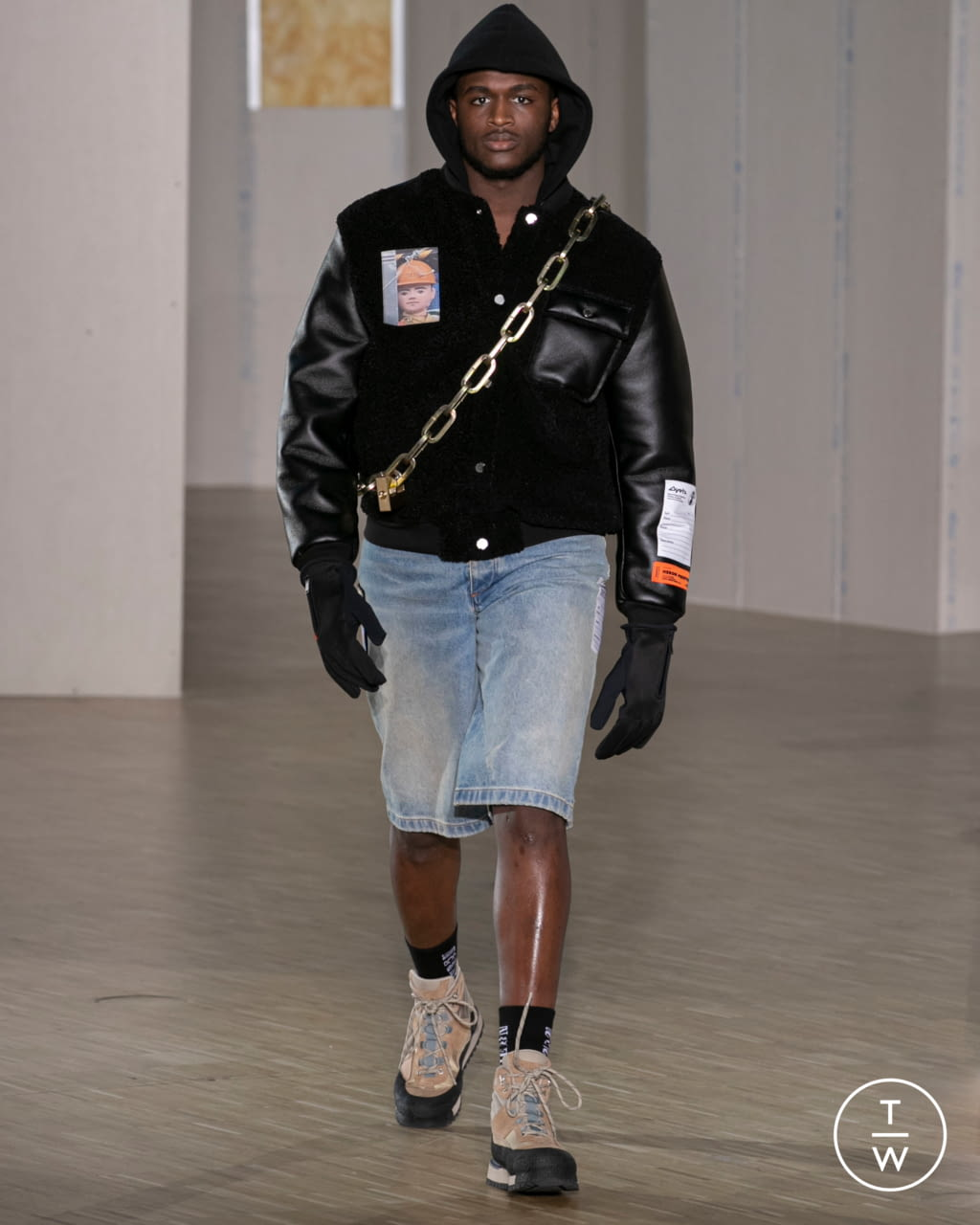 Fashion Week Paris Fall/Winter 2020 look 19 from the Heron Preston collection 男装