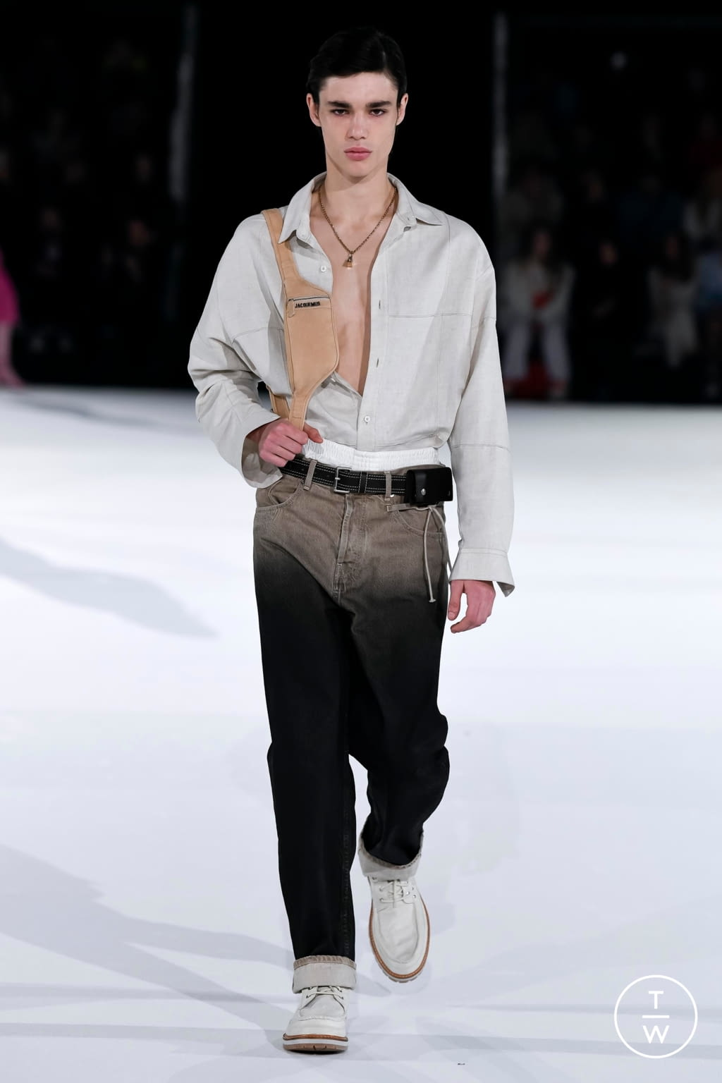 Fashion Week Paris Fall/Winter 2020 look 51 from the Jacquemus collection 男装