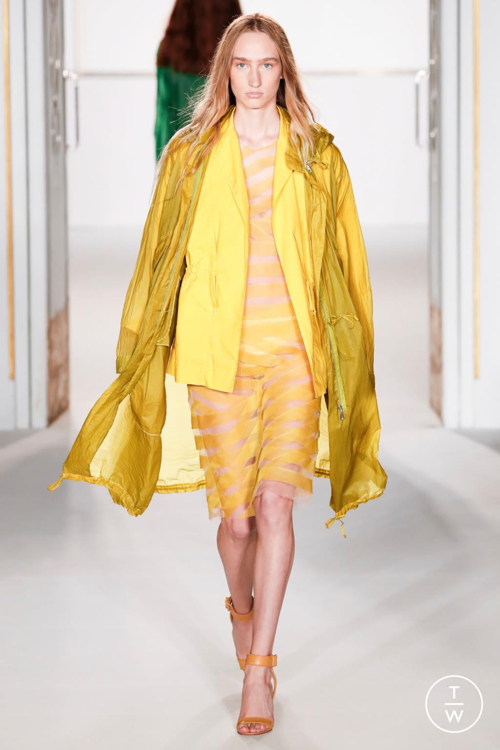 Fashion Week London Spring/Summer 2018 look 33 from the Jasper Conran collection womenswear