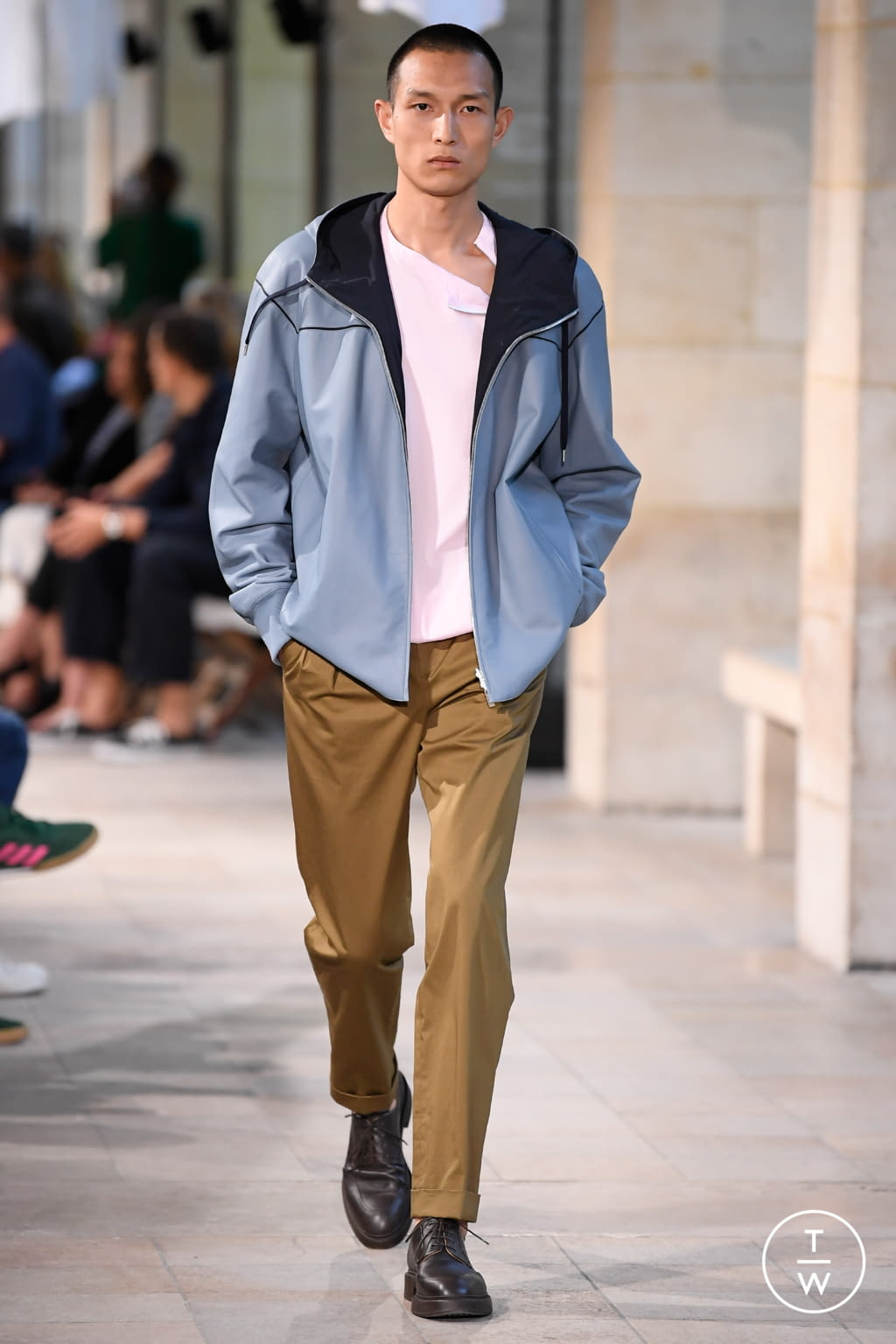 Fashion Week Paris Spring/Summer 2019 look 4 from the Hermès collection menswear