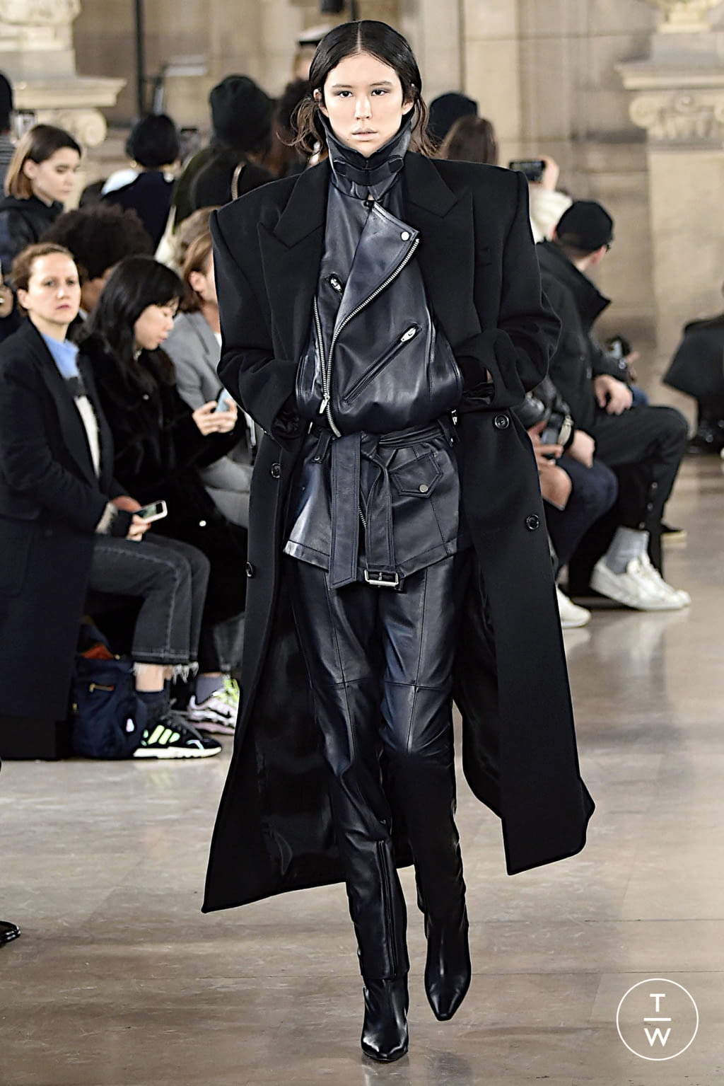 Fashion Week Paris Fall/Winter 2020 look 7 from the Juun.J collection menswear