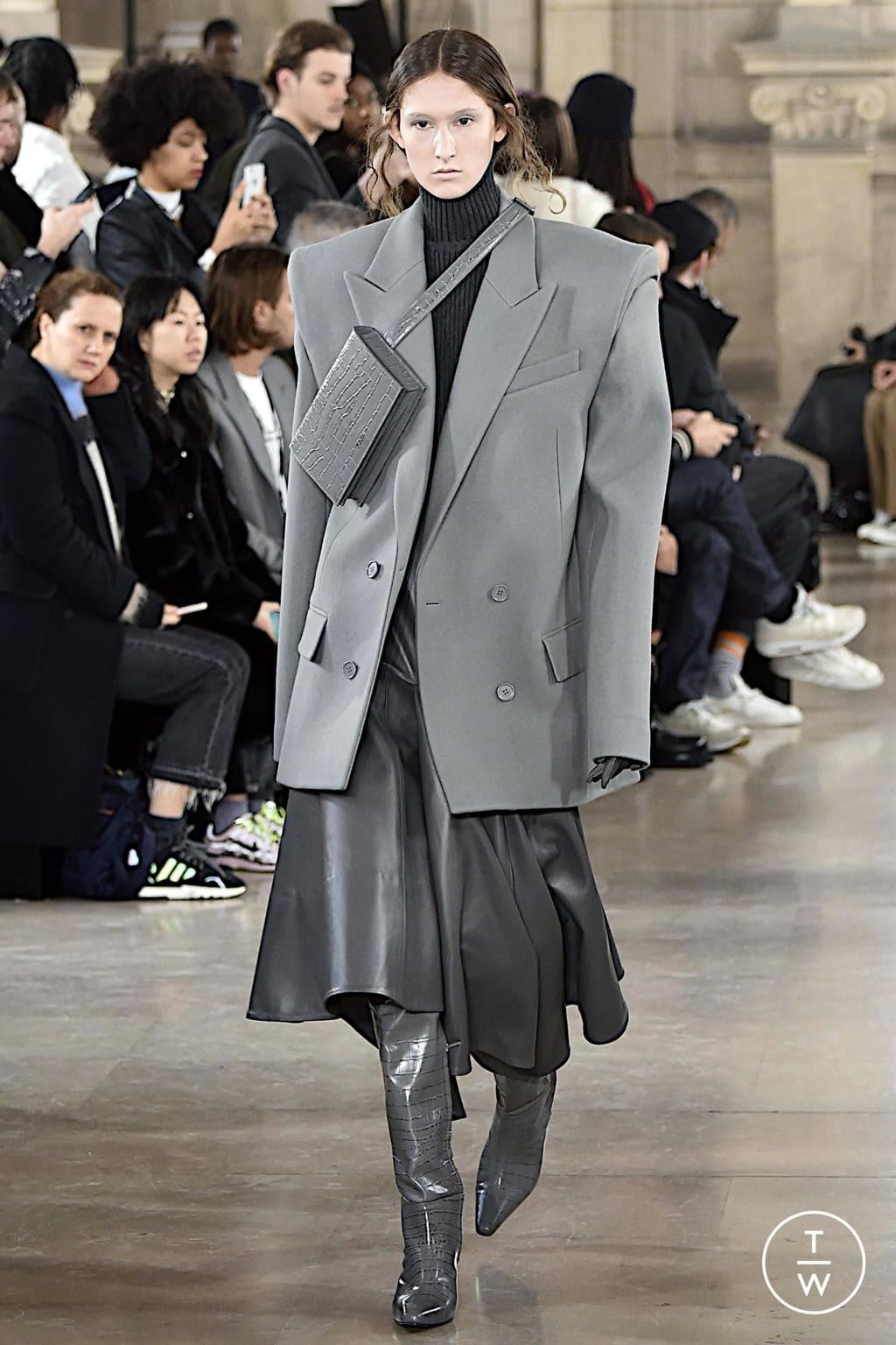 Fashion Week Paris Fall/Winter 2020 look 35 de la collection Juun.J menswear