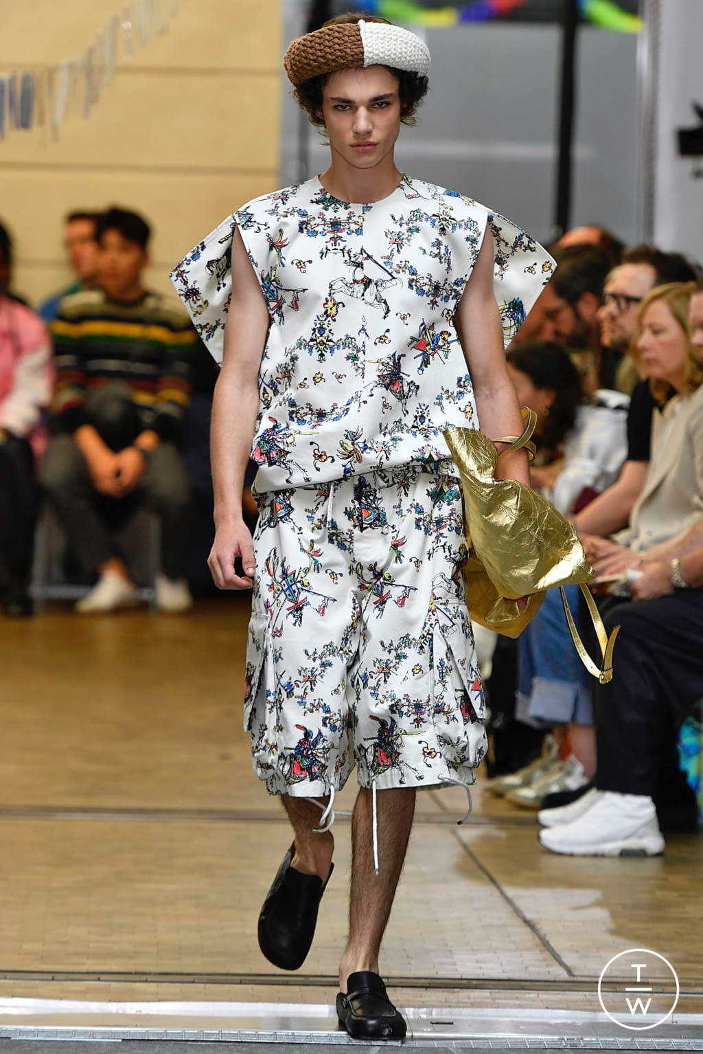 Fashion Week Paris Spring/Summer 2020 look 23 from the JW Anderson collection menswear