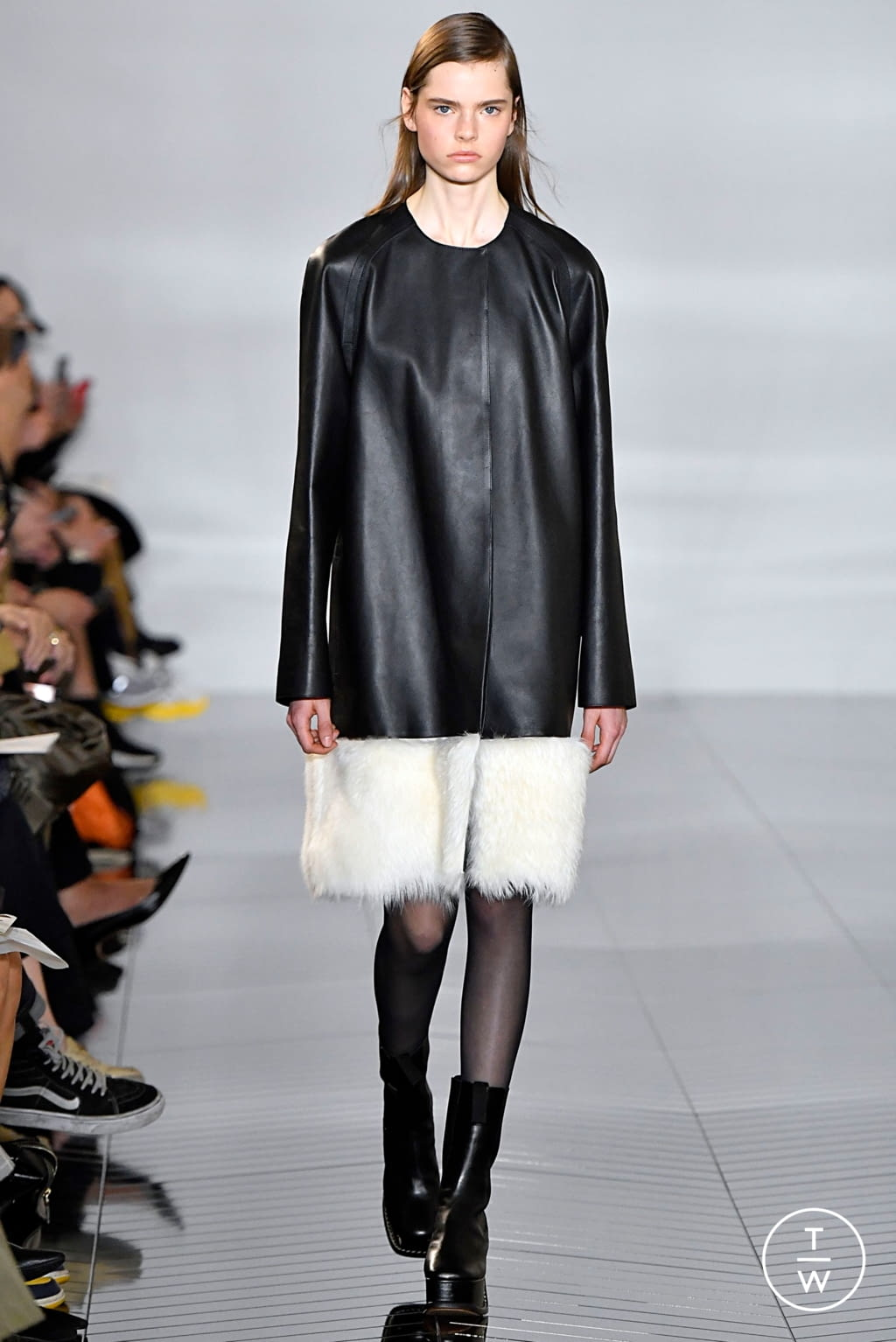 Fashion Week Paris Fall/Winter 2019 look 3 from the Loewe collection womenswear